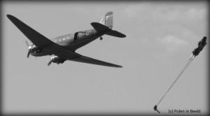 Dakota met parachutist (2004)