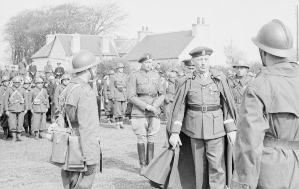 Generaal Sikorski inspecteert troepen in Frankrijk