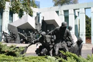 Het monument voor de opstand naast het Hooggerechtshof