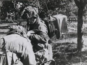 Poolse para met radioapparatuur