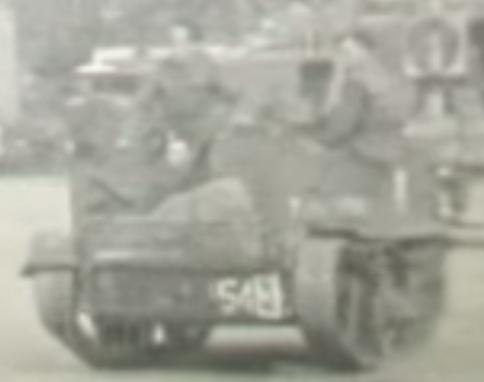 Still uit video met Pools pantservoertuig