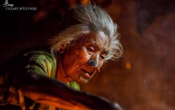 Oude dame van de Apatani stam