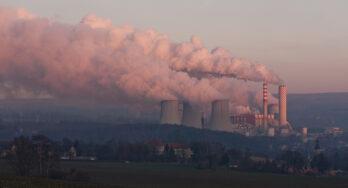 Polen sluit mijnen in 2049 maar houdt illegale bruinkoolcentrale open