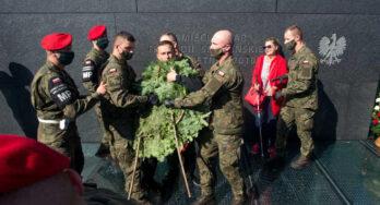 Maandelijkse Smoleńsk herdenking en protest grimmiger